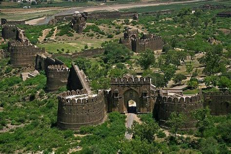 Explore the Beauty of Pakistan: Most famous forts of Pakistan