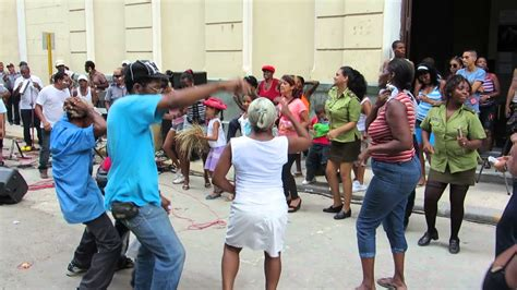 Cuban salsa group playing on the street - YouTube