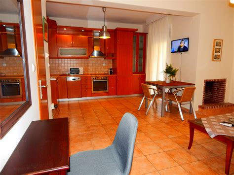 KRIPIS HOUSE VILLA, for 4-8 people, with Private Parking